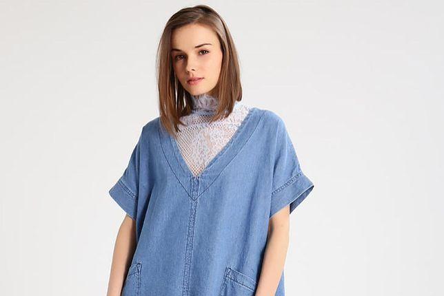 Sukienka oversize z cienkiego jeansu to dobry wybór na lato
