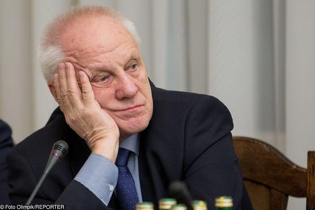 """Jak ludzie reagują na seksaferę? Wytykają go palcem """"O! Niesiołowski"""""""