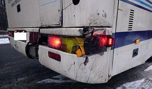 Uszkodzony autokar miał przewieźć grupę 50 uczniów