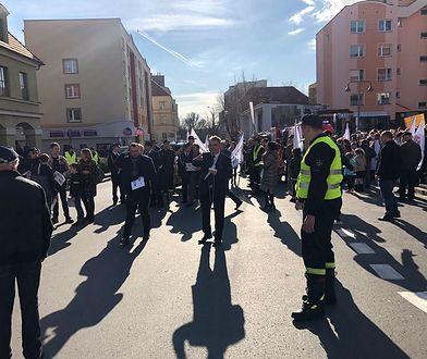 Nietypowy marsz przeszedł ulicami Lubina. Protest przeciwko przyłączenia wsi do miasta
