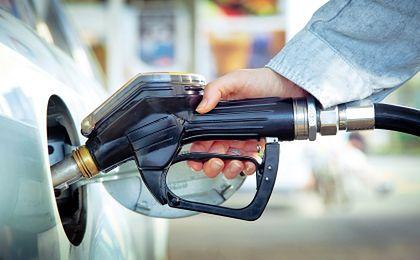Szykują się podwyżki na stacjach paliw. Winna... kolej