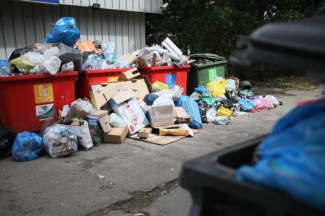 Warszawa. Radni podejmą decyzję ws. opłat za wywóz śmieci na czwartkowej sesji Rady Miasta