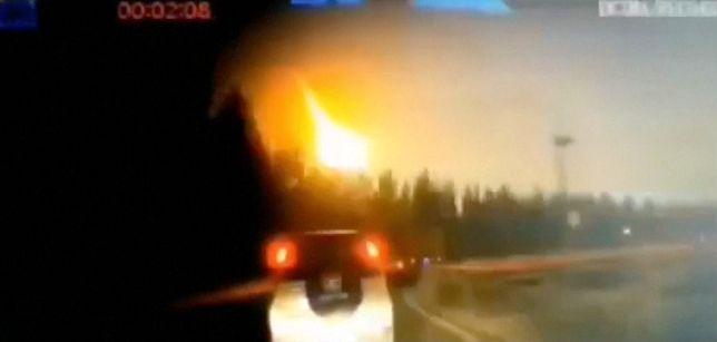 Chiny. Kula ognia rozświetliła niebo [WIDEO]