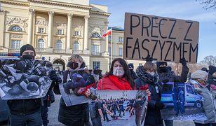 Warszawa. Protest pod Komendą Stołeczną Policji. Sprzeciw wobec brutalizacji