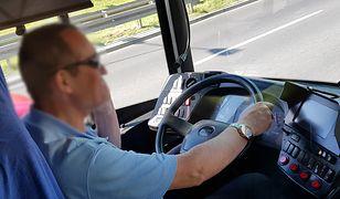 """Kierowca autobusu rozmawiał przez telefon. """"Nie akceptujemy takiego zachowania"""""""