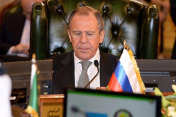 Siergiej Ławrow: Zachód nie powinien ingerować w sprawy wewnętrzne Ukrainy