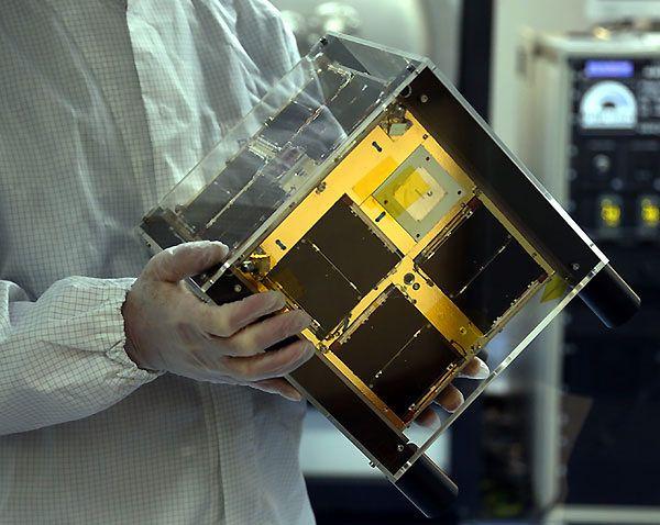 """""""Heweliusz"""", polski satelita w Centrum Badań Kosmicznych Polskiej Akademii Nauk w Warszawie"""