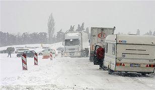 Cała Europa sparaliżowana; stoją pociągi i ciężarówki