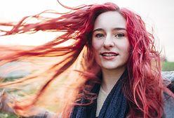 Płukanka do włosów. Jaki kolor jest najczęściej wybierany przez kobiety podczas pandemii?