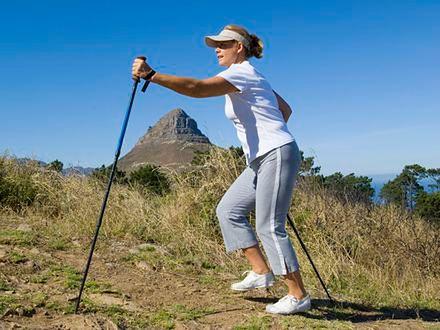 Spacery zmniejszają ryzyko raka piersi po menopauzie