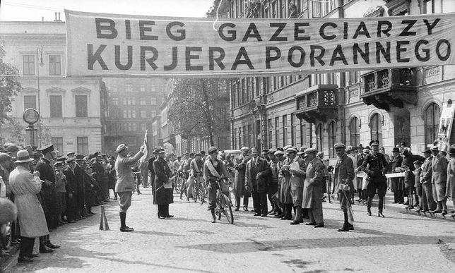 Zawody gazeciarzy w Warszawie. Zdjęcie w okresu międzywojennego / Narodowe Archiwum Cyfrowe