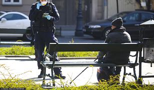 Koronawirus w Polsce. Policja wypisuje mniej mandatów. Nowe wytyczne