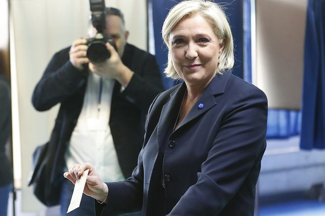 Marine Le Pen podczas głosowania