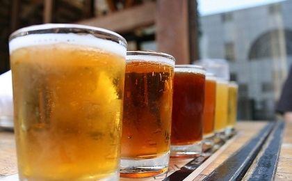 Piwo kupujemy głównie w małych sklepach. I to ono utrzymuje je przy życiu