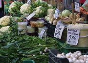 Nowalijki tanieją, na część warzyw trzeba będzie poczekać