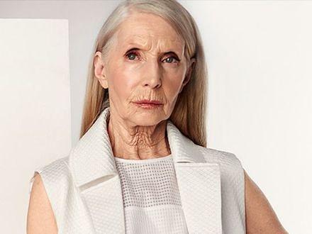 Ma 80 lat i wciąż zachwyca wyglądem. Jak o siebie dba?