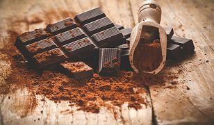 Czekolada deserowa ma mniej proszku kakaowego od czekolady gorzkiej