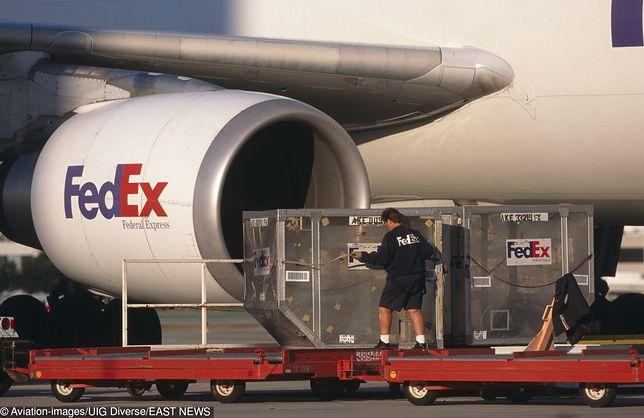 FedEx przewozi dary dla ofiar huraganu Dorian.
