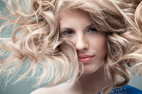 Puder do włosów, czyli jak nadać objętość fryzurze
