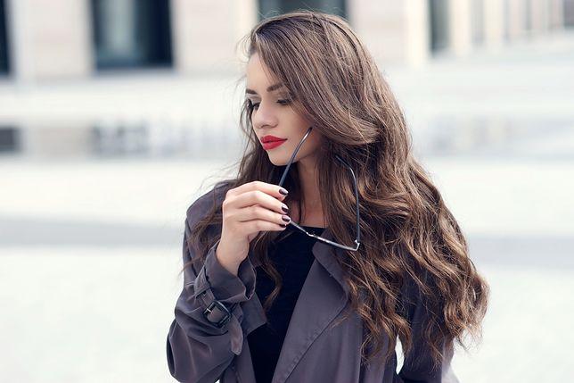 Płaszcze na jesień dla dziewczyn z obfitym biustem