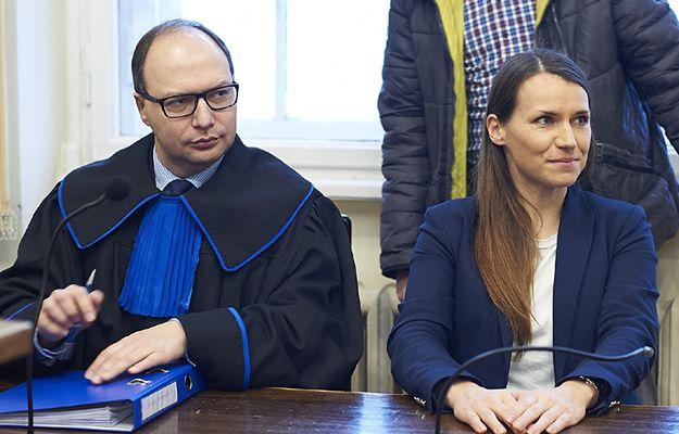 """""""Na łyso! Na łyso!"""". Sympatycy radnej PiS, Anny Kołakowskiej """"powitali"""" posłankę PO Agnieszkę Pomaskę"""
