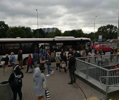 Podróż z Pruszkowa do Warszawy w godzinach szczytu. Relacja naszej reporterki
