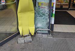 Lubartów. 70-latka wjechała w drzwi sklepu