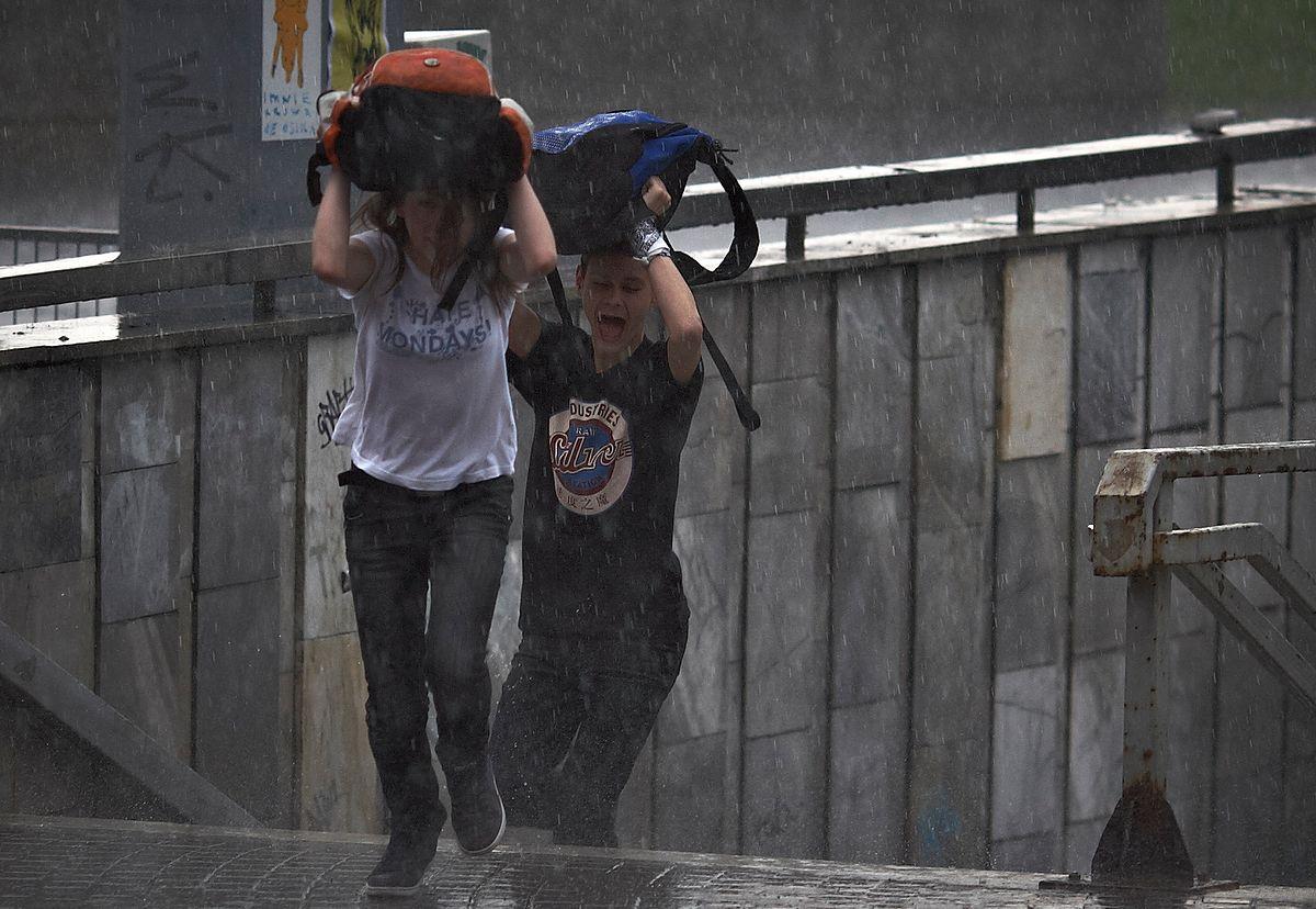 Silne burze i grad. IMGW wydał ostrzeżenia pogodowe