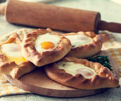 Chaczapuri, czyli gruzińska pizza idealna na lato. Prosty przepis