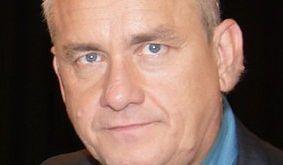 Michał Olszański jest pegagogiem i dziennikarzem