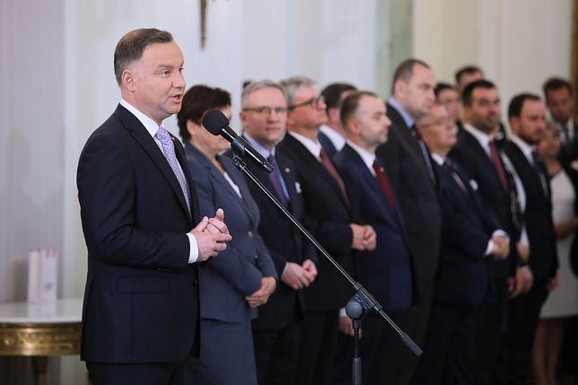 """Niemiecka prasa o rekonstrukcji. """"Prezydent nie musiał nominować nowych ministrów 4 czerwca"""""""