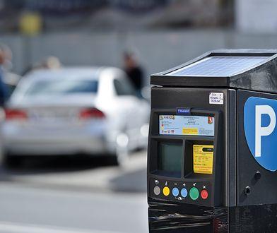 Spóźnienie z opłaceniem parkowania może kosztować tyle, ile brak biletu