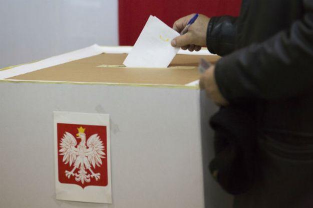 Wypełnione karty do głosowania odnalezione w jednej ze szkół w Płocku