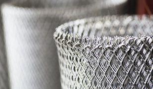 Ogrodzenie z siatki drucianej. Na co zwrócić uwagę przy zakupie i montażu?