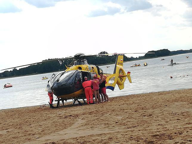 W Skorzęcinie plażowiczów jest mnóstwo - odpowiednie służby są przygotowane na wypadki i zareagowały bardzo szybko.