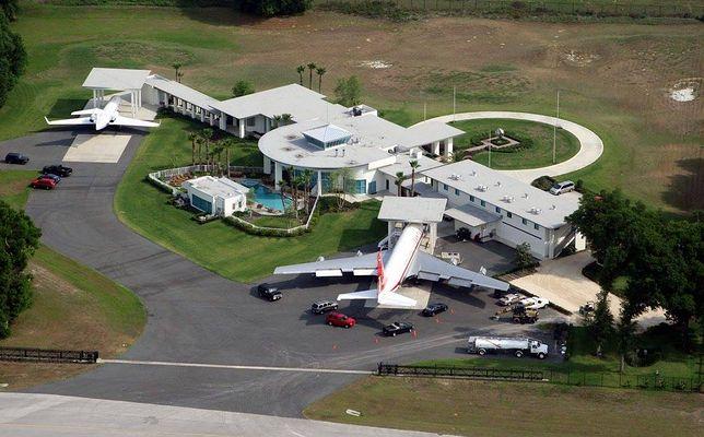 Travolta ma łącznie pięć samolotów na swojej posesji