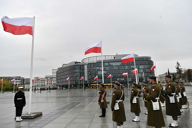 Warszawa. 2 maja świętujemy Dzień Flagi Rzeczypospolitej Polskiej. Uroczystości w stolicy
