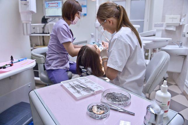 Pielęgniarka i stomatolog w szkole. Gdzie zmieścić gabinety? Dyrektorzy szukają rozwiązań