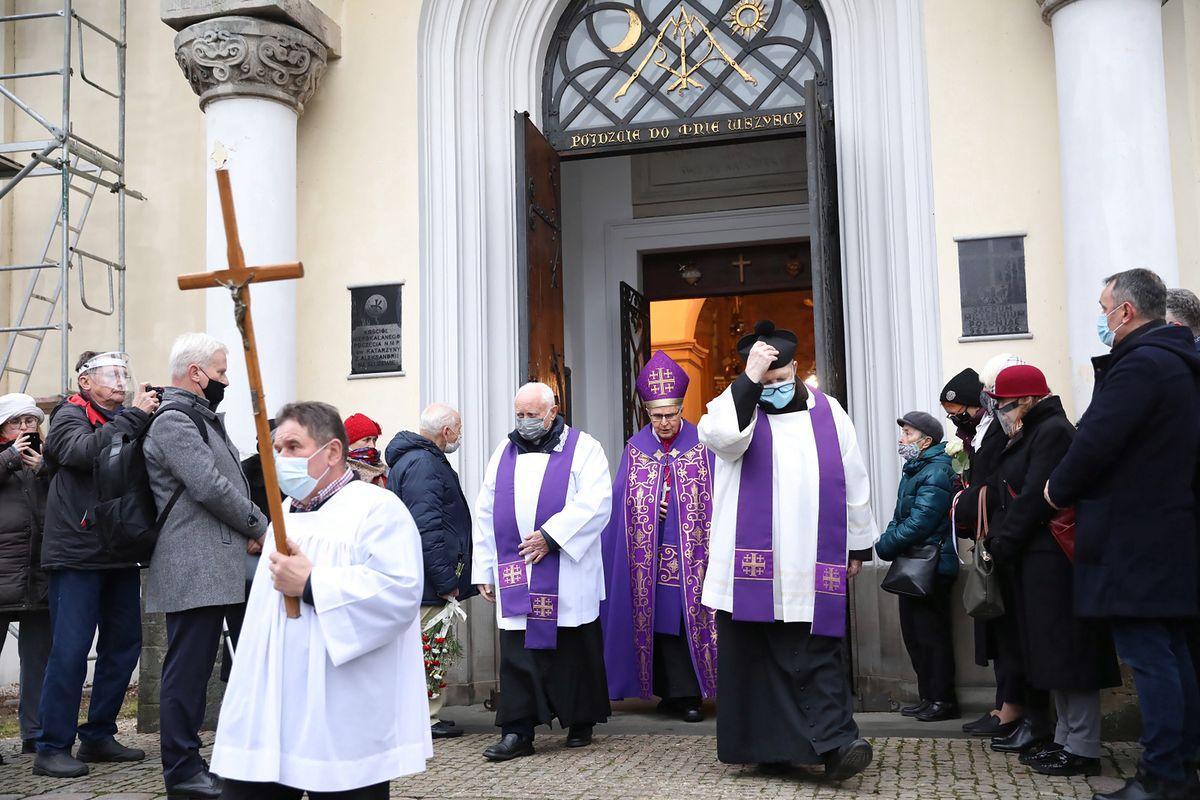 Negatywne oceny Kościoła katolickiego