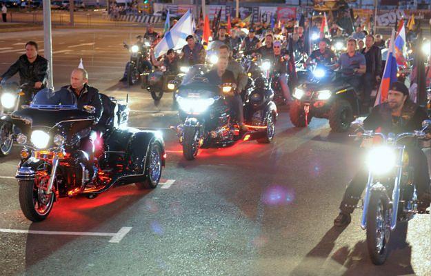 """Władimir Putin z """"Nocnymi Wilkami"""" na zlocie w Noworosyjsku w 2011 roku"""
