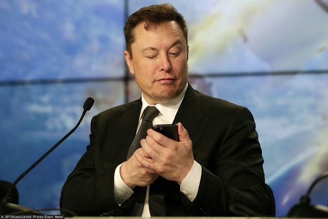 Elon Musk znowu ma problemy z iPhone.