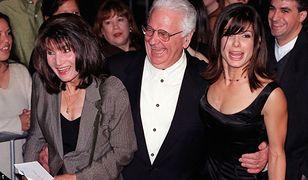 Sandra Bullock z rodzicami w 1998 r.