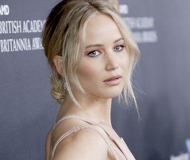 Jennifer Lawrence - hot pink
