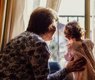 """""""Kariera musi poczekać"""". Babcie odmówiły opieki nad wnuczką"""