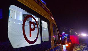 Romanów w województwie mazowieckim. W nocy doszło do wypadku, w którym potworną śmierć poniosły cztery osoby. To bardzo młodzi ludzie. Prowadził osiemnastoletni kierowca, a pasażerami byli rówieśnicy i młodsi (Łukasz Solski, East News)