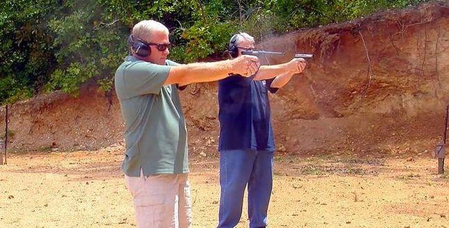 Duchowny na terenie kościoła otworzył strzelnicę