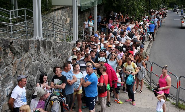 Turyści wybierający się na szlaki w pobliżu Zakopanego muszą uzbroić się w cierpliwość
