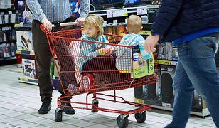 Nagradzanie dziecka prezentami może przełożyć się na jego decyzje w dorosłym życiu