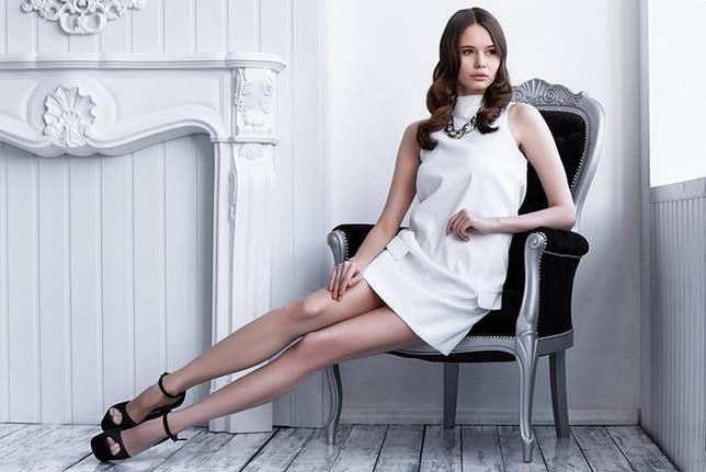 Prostota trapezowej sukienki sprawia, że pasuje na co dzień i na większe wyjście