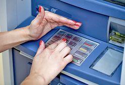 Oszustwo przy wypłacie gotówki. Duży bank ostrzega